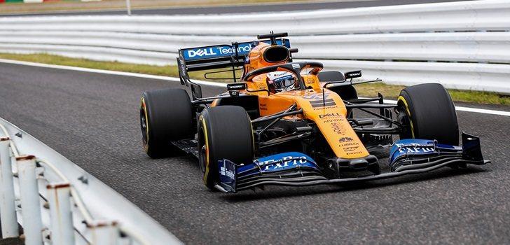 Carlos Sainz, en el pit lane de Suzuka