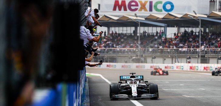 Lewis Hamilton y Mercedes, celebrando la victoria en México