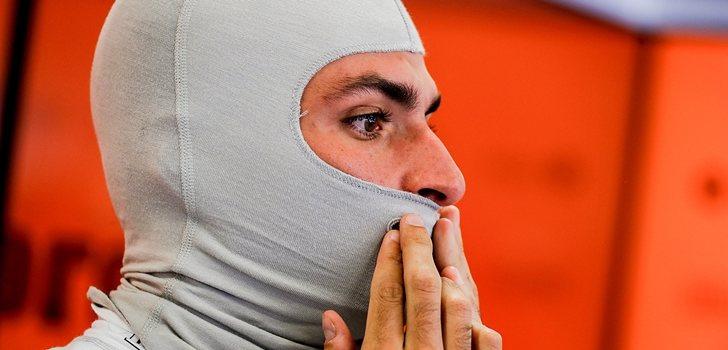 Carlos Sainz, concentrado antes de subirse al MCL34