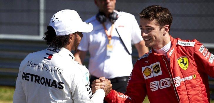 Hamilton saluda a Leclerc durante el pasado GP de Austria