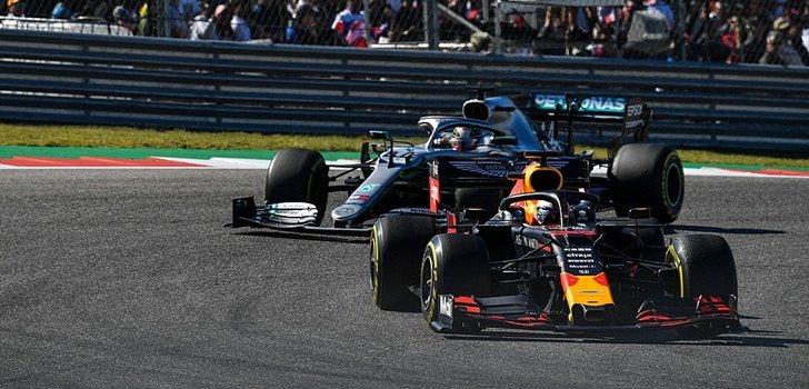 Verstappen y Hamilton luchan por posición en Austin