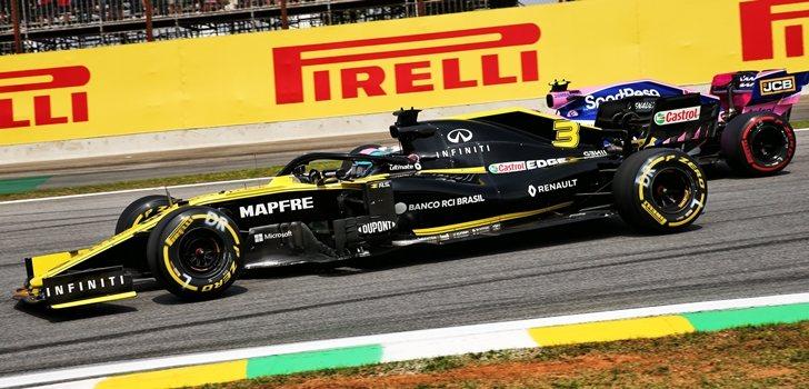 Ricciardo lucha con Pérez en Interlagos