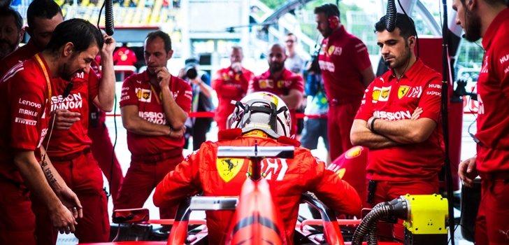 Vettel, en el garaje de Ferrari
