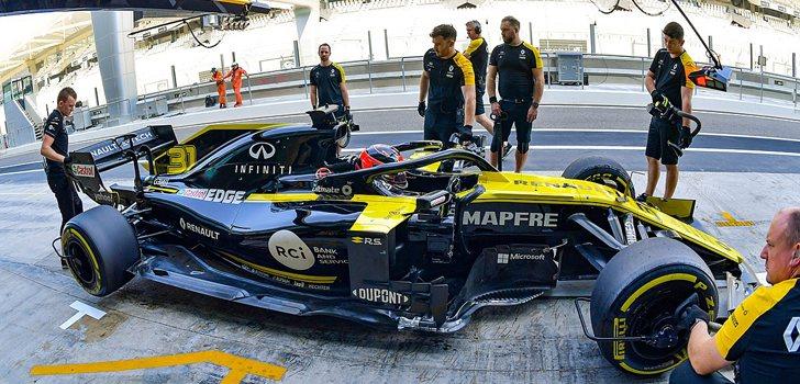 Esteban Ocon, rodando con los neumáticos Pirelli en los test de Abu Dabi