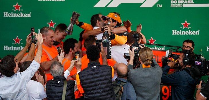 Mclaren celebra el podio de Sainz en Brasil