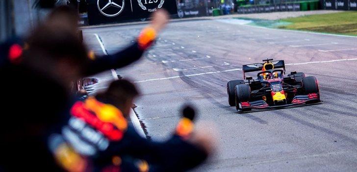 El equipo Red Bull celebra el triunfo de Verstappen