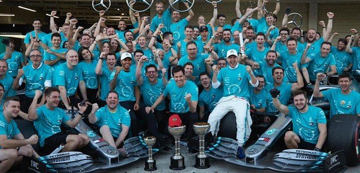 Mercedes celebra su doble podio en Japón