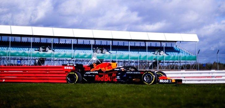 Verstappen, a los mandos del nuevo RB16