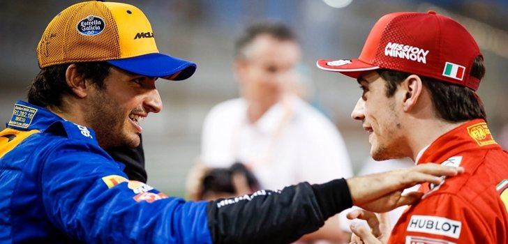 Carlos Sainz bromea con Charles Leclerc