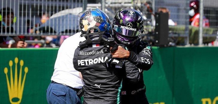 Bottas y Hamilton se abrazan tras la Qualy de Austria