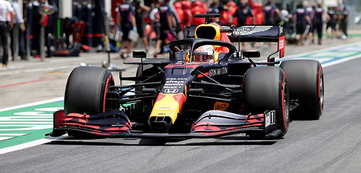 Max Verstappen, candidato a la victoria con los Mercedes