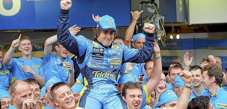 Alonso celebra su título con Renault en 2005