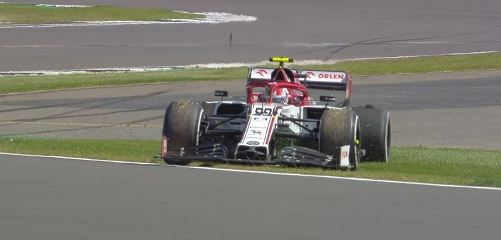 Giovinazzi se sale de pista en FP1