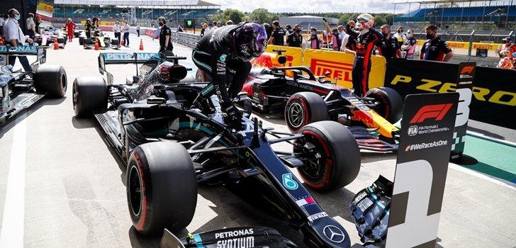 Hamilton celebra su podio en Silverstone