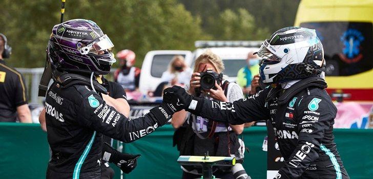 Bottas y Hamilton se saludan tras el GP de Eifel