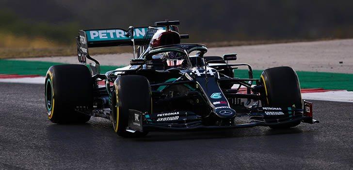 Los Mercedes vuelven a liderar en los últimos Libres en Portimao