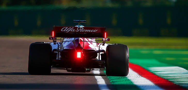 Räikkönen vuelve a puntuar en Imola