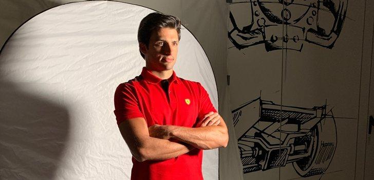 Sainz, en una sesión de fotos para Ferrari