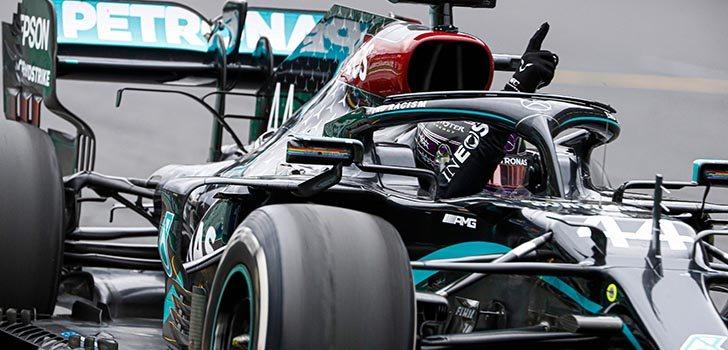 Lewis Hamilton y Mercedes aseguran su futuro un año más