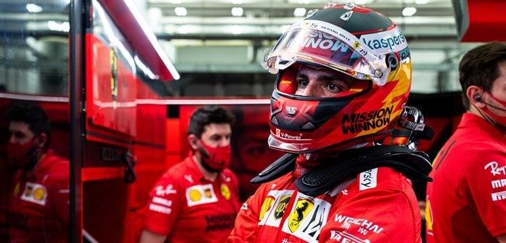 Sainz, concentrado en su garaje