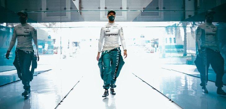 Vettel, en el garaje de Aston Martin