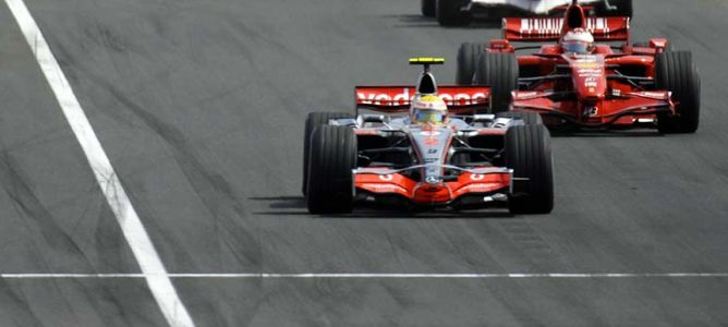 Ferrari le tira la caña a Lewis Hamilton