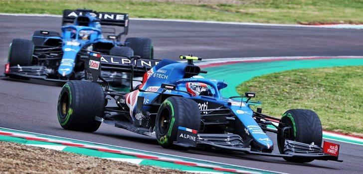 Alonso y Ocon en el GP de Emilia Romaña 2021