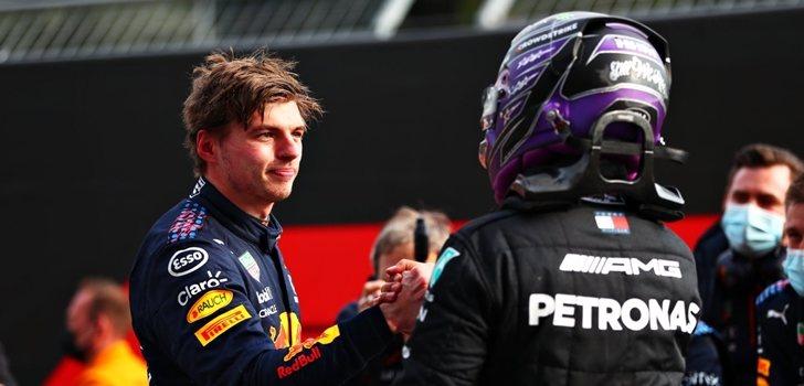 Verstappen y Hamilton se saludan tras el GP de Emilia Romaña