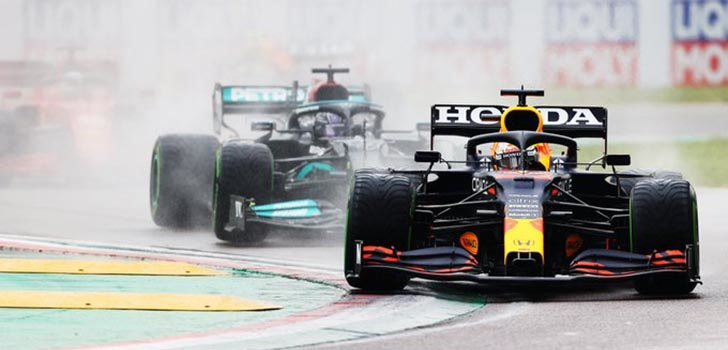 Hamilton siente la presión de Verstappen, según Villeneuve