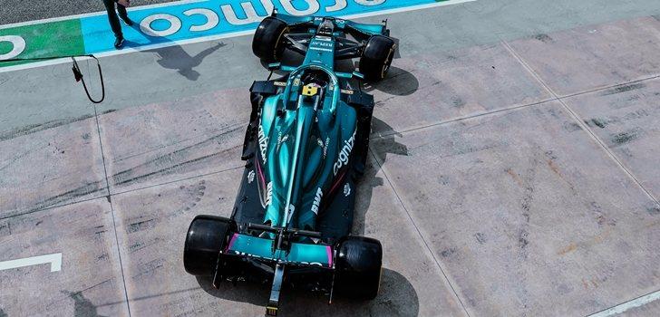 Vettel sale de boxes en Imola