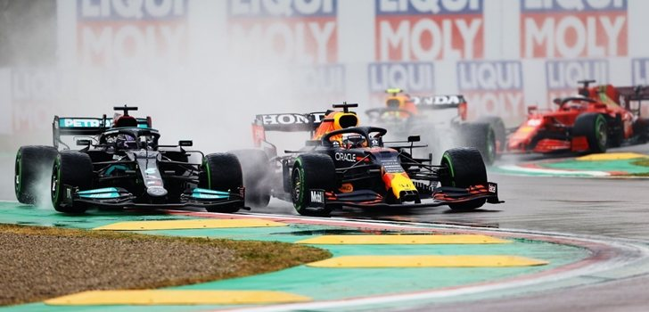 Hamilton y Verstappen luchan en Emilia Romaña