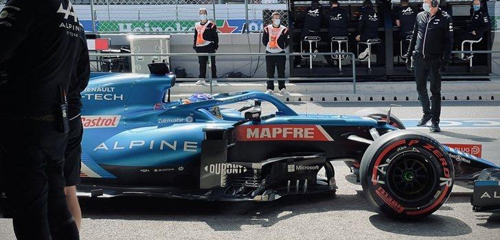 Alonso, en los boxes de Portugal
