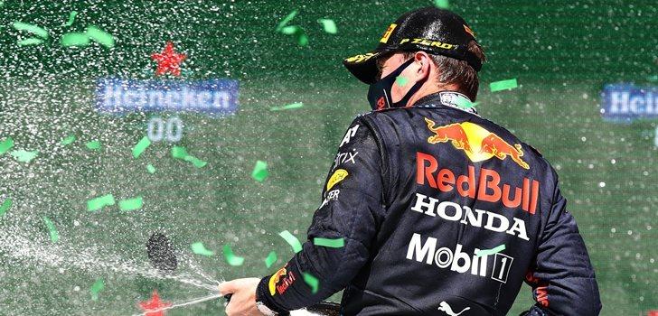 Verstappen celebra el segundo puesto en Portugal