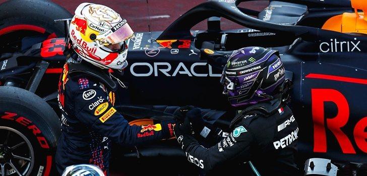 Verstappen felicita a Hamilton por la Pole