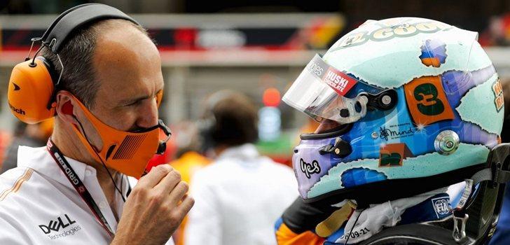 Ricciardo, junto a su ingeniero