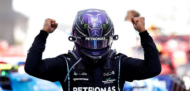 Hamilton celebra su triunfo en España