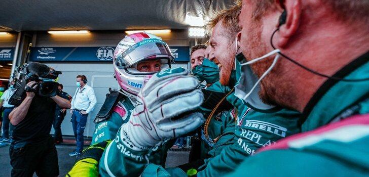 Vettel celebra el podio en Bakú con su equipo