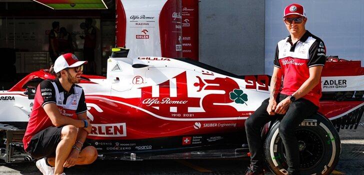 Giovinazzi y Räikkönen en el monoplaza