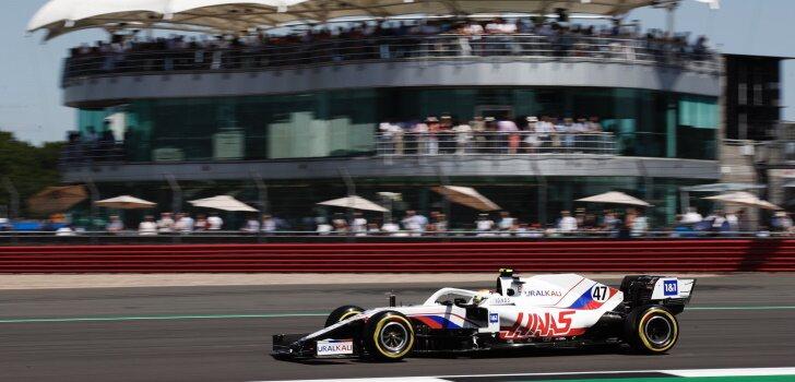 Pirelli prevé que no haya paradas en la carrera al sprint
