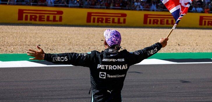Hamilton celebra el triunfo en Silverstone ante su público