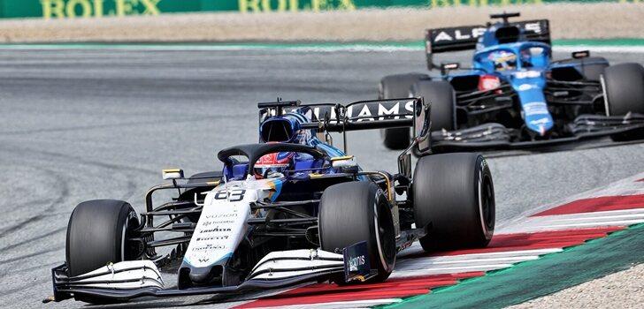 Russell, delante de Alonso en Silverstone