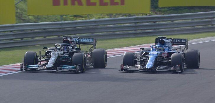 Alonso y Hamilton pelean por posición