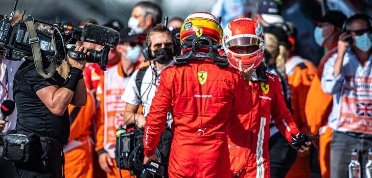 Sainz y Leclerc chocan sus manos