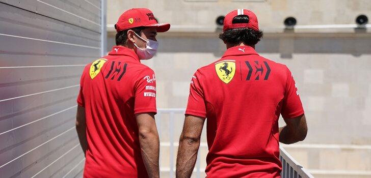 Sainz y Leclerc pasean juntos