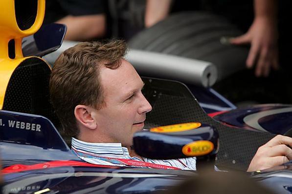 Red Bull podría pasarse a los motores Mercedes en 2010
