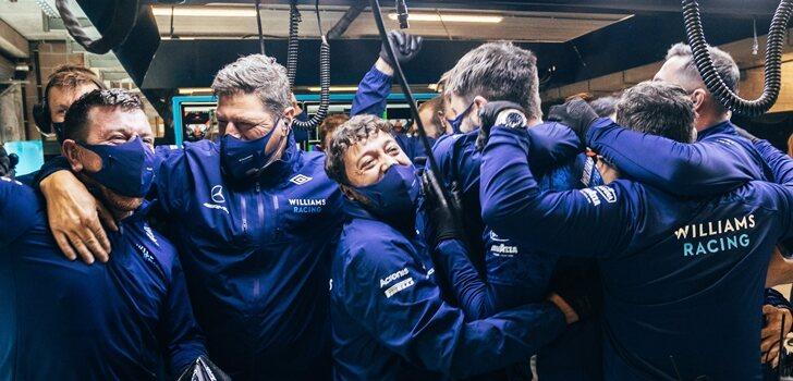 El equipo Williams celebra el segundo puesto de Russell