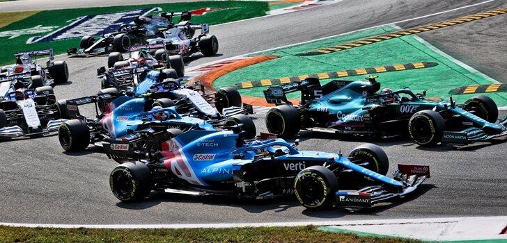 Los Alpine, en la salida de Monza
