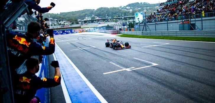Verstappen acaba segundo en Sochi