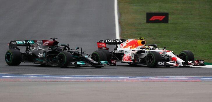 Hamilton y Pérez luchan en Turquía