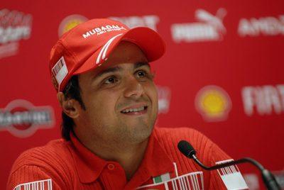 Felipe Massa renueva contrato con Ferrari hasta 2010